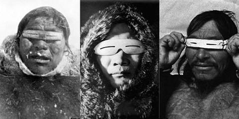 Povo Inuit usando um tipo primitovo de óculos de sol